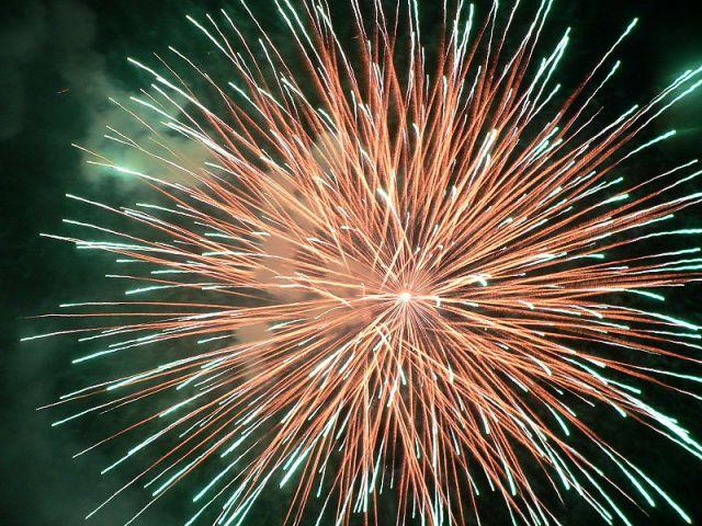 800px-Fireworks_Thailand_2006